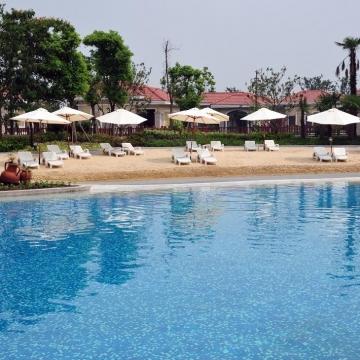 3,400平方米室外游泳池和人造沙滩